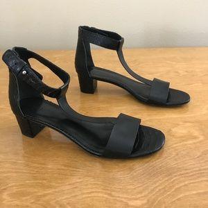 vince black snakeskin t-strap heel 39 / 8